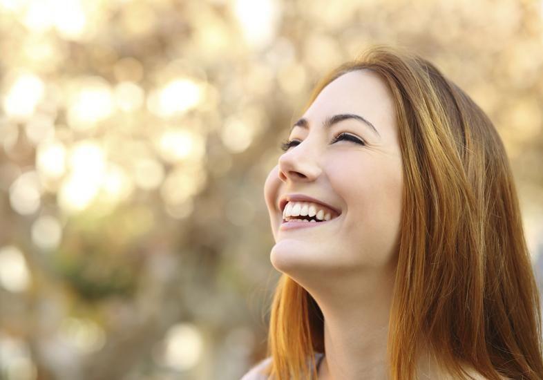 mulher-sorrindo-alegre_0